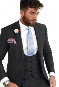 Groomsmen suit accessories. Whether you're the groom, best man, usher or father of the bride. We've got style boxes available in various colours and styles.