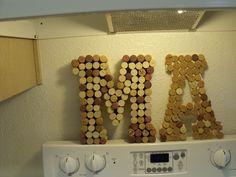 co takhle udelat pismena M a K z korku jako dekoraci na svatbu? :)