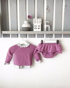 Conjunto Volantes Knitting For Kids, Baby Knitting, Crochet Baby, Knit Crochet, Knitting Ideas, Drops Baby, Inspiration For Kids, Drops Design, White Shorts