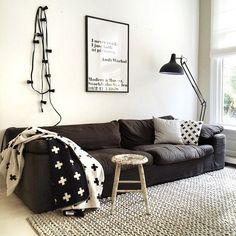 El blanco y el negro son dos colores claves que nos encanta para dar vidilla a nuestra casa.