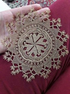 This Pin was discovered by NLN Needle Lace, Needle And Thread, Bed Runner, Point Lace, Lace Making, Lace Patterns, Doilies, Needlepoint, Tatting