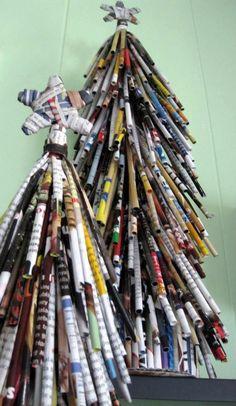 Cómo hacer árbol navideño de mesa con revistas viejas