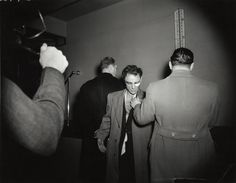 "Weegee: Anthony Esposito, con l'accusa di ""Assassino di un poliziotto"", 16 gennaio 1941 Stampa alla gelatina d'argento © Weegee/International Center of Photography International Center of Photography"