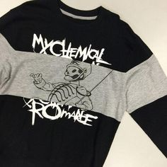 My Chemical Romance The Black Parade Sweatshirt This pullover. Can& contain ourselves // My Chemical Romance the Black Parade Crew Pullover Source by winta_b. Hot Topic Shirts, Hot Topic Clothes, Hot Topic Dresses, Emo Clothes, Supernatural Shirt, Black Parade, Band Merch, Band Shirts, Emo Outfits