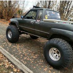 . Toyota Pickup 4x4, Toyota Trucks, Jeep 4x4, Jeep Truck, Toyota Hilux, Toyota Tacoma, Mini Trucks, Lifted Trucks, Pickup Trucks