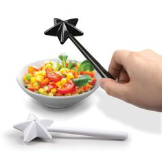 We need these! SO ADORABLE! Fairy Wand Salt and Pepper shakers. Cute :) Sprinkle a little magic on modern salads, etc., with these salt and pepper wands. Salt N Pepper, Salt Pepper Shakers, Pepper Spice, Shaker Kitchen, Fairy Dust, Magic Fairy, Kitchen Gadgets, Kitchen Inventions, Kitchen Tools