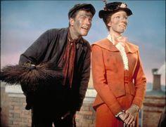 """Julie Andrews y Dick van Dyke en """"Mary Poppins"""", 1964 Bert Mary Poppins, Julie Andrews Mary Poppins, Disney Pixar, Disney Movies, Walt Disney, Rent Movies, Disney Nerd, Go Fly A Kite, Chimney Sweep"""
