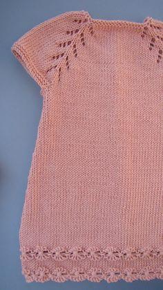 tutorial puntomoderno.com #diy #tejido a dos agujas #vestido de bebé Baby Cardigan Knitting Pattern, Baby Knitting Patterns, Knitting Designs, Baby Patterns, Dress Patterns, Love Crochet, Crochet Baby, Crochet Top, Tricot Baby