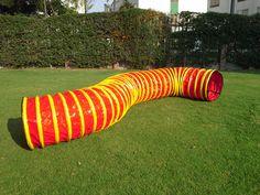 Túnel Rojo de 6m de largo con aros amarillos