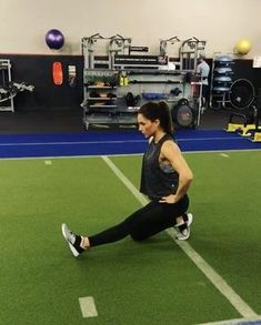 """94cc12021669f Great way to start off a leg day!  alexiaclark  queenofworkouts  mobility   stretch…"""""""