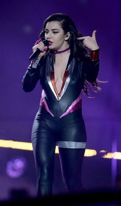 Charli XCX – Performs at MTV EMA's 2014 in Glasgow