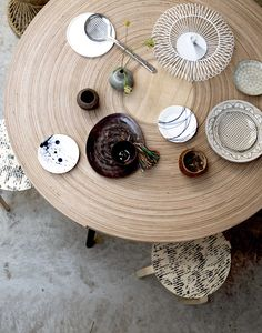 StyleCookie is a Creative Studio, We Want To Inspire and Create Beautiful Things With a Beautiful Story Desk Inspiration, Interior Inspiration, Zen Room, Home Desk, Nordic Home, Dining Table, Dining Rooms, Decorative Plates, Table Settings