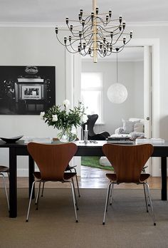 """urbnite: """"Series 7 Chair by Arne Jacobsen 2097 Pendant by Achille Castiglioni for FLOS """" Dining Room Design, Dining Room Table, Dining Area, Outdoor Dining, Chandelier In Living Room, Dining Room Lighting, Living Room Modern, Living Room Decor, Living Rooms"""