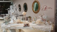 Τραπέζι ευχών με ρομαντικό ύφος στην είσοδο της αίθουσας Φαιστός στο κτήμα Αριάδνη