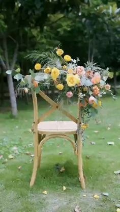 Flower Bouquet Wedding, Floral Wedding, Wedding Floral Arrangements, Tropical Wedding Decor, Wedding Centerpieces, Wedding Decorations, Flower Installation, Backdrop Design, Wedding Chairs