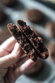Cookies Chocolat, Pécan et Fleur de sel Cookies Et Biscuits, Chocolate Desserts, Starbucks, Food And Drink, Healthy Recipes, Healthy Food, Fruit, Eat, Blog