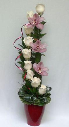 on Arreglos de flores Tropical Floral Arrangements, Creative Flower Arrangements, Church Flower Arrangements, Rose Arrangements, Beautiful Flower Arrangements, Beautiful Flowers, Design Floral, Deco Floral, Arte Floral
