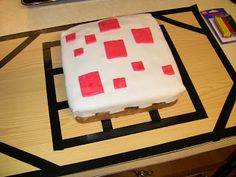 Easy Minecraft cake with crafting table!