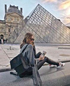 The Louvre museum in Paris, France. Paris Pictures, Paris Photos, Travel Pictures, Travel Photos, Travel Pose, France Photos, Paris Travel, France Travel, Travel Europe