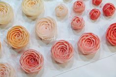 Done by EnoHana for order  enohanacake.com Kakaotalk ID:touko76 Line:enohanaflowercake  Enohana flower cake & baking class studio  #peony#플라워케이크 #버터크림플라워케이크#플라워케이크클래스 #birthdaycake #주문케이크#수제케이크#생일케이크#웨딩케이크#buttercreamcake #butter#buttercreamflowercake #flowercake #에노하나케이크  #weddingcake #フラワーケーキ教室#dessertstagram #flowercakeclass #花束 #연남동#bakingstagram #cakedecorating#koreanflowercake#バータークリーム#specialcake #フラワーケーキ #cakedecoration
