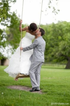 this post captured some really great staged and candid shots.  some just bride and groom, some with attendants.  they're so sweet.  :)