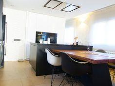 #Diseño de #cocina con campana extractora de techo E-260 Inox de Pando, del cliente Decoració Alado en Montmeló, Barcelona.