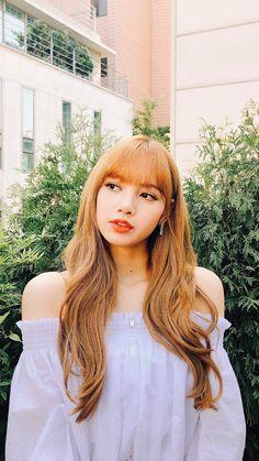 There are four members in K-Pop band, Blackpink. Kim Jennie, Blackpink Lisa, Kpop Girl Groups, Kpop Girls, Camila Mendes Riverdale, Tumbrl Girls, Lisa Blackpink Wallpaper, Culture Pop, Kim Jisoo