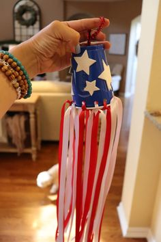Momfessionals: Super Easy (and CLEAN) Patriotic Craft