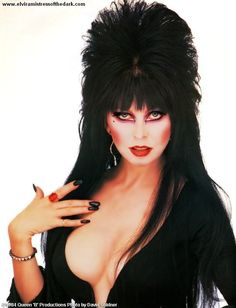 Count Dracula, my Bitch is Elvira – Tutankhamun Lyrics Meaning Cassandra Peterson, Dark Beauty, Goth Beauty, Pulp Fiction, Sexy Older Women, Sexy Women, Elvira Movies, Goth Women, Princesas Disney