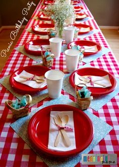 A really cute picnic-themed spread for a birthday or summer party. A really cute picnic-themed spread for a birthday or summer party. Picnic Theme Birthday, Picnic Themed Parties, Birthday Bbq, 1st Birthday Parties, Birthday Celebration, Picnic Party Decorations, Birthday Ideas, Bear Birthday, Birthday Decorations