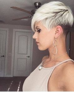 Today we have the most stylish 86 Cute Short Pixie Haircuts. We claim that you have never seen such elegant and eye-catching short hairstyles before. Pixie haircut, of course, offers a lot of options for the hair of the ladies'… Continue Reading → Cute Short Haircuts, Cute Hairstyles For Short Hair, Hairstyles For Round Faces, Pixie Hairstyles, Short Hair Cuts, Pixie Haircut For Round Faces, Short Hair Styles For Round Faces, Long Hair Styles, Visage Plus Mince