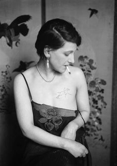 17 Kick-Ass Vintage Photos Of Women With Tattoos These badass women had tattoos waaay before it was cool. 4 Tattoo, Epic Tattoo, Chest Tattoo, Tattoo Fotos, Vintage Photographs, Vintage Images, Vintage Photos Women, Anos 20s, Historical Tattoos