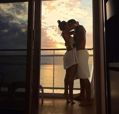 Shared by 𝓣𝓲𝓪 ~ 🌹. Find images and videos about love, couple and kiss on We Heart It - the app to get lost in what you love. Cute Couples Goals, Couples In Love, Romantic Couples, Relationship Goals Pictures, Cute Relationships, Photo Couple, Love Couple, Classy Couple, Sweet Couple
