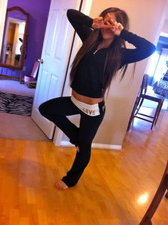 Trendy Yoga Pants Outfit For School Casual Victoria Secret Ideas Lazy Day Outfits, Cute Outfits, Casual Outfits, Pink Outfits, School Outfits, Summer Outfits, How To Wear Sweatpants, Sweatpants Outfit Lazy, Yoga Pants Outfit