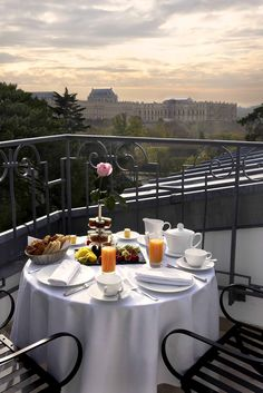 Trianon Palace in Versailles. Breakfast with a view.