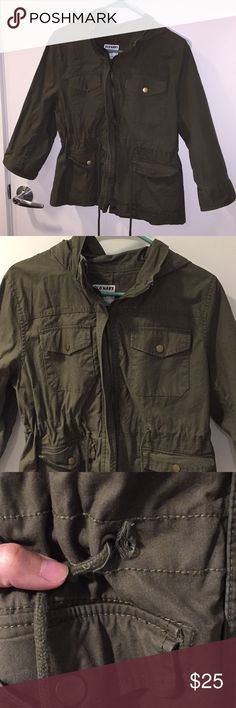 Old navy olive green utility jacket Super cute olive green jacket. Perfect for fall and spring! There is a slight tear (pictured) but you can barely notice when worn. I've only worn this a couple times so it's in really good condition. Cute ties on the waste to cinch for a more tailored look. Gold hardware. Old Navy Jackets & Coats Utility Jackets