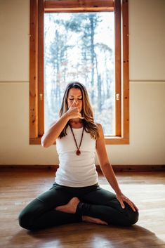 A Vata Balancing Yoga Sequence for Fall Yoga Balance Poses, Ayurveda Vata, Kemetic Yoga, Easy Meditation, Easy Yoga Poses, Gentle Yoga, Restorative Yoga, Pranayama, Yin Yoga