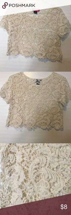 Lace Crop Top Lace • Crop Top • Great condition • Perfect with a pair of high waisted jeans and distress jacket • Small • No Trades • Also available on Ⓜ️ a'gaci Tops Crop Tops