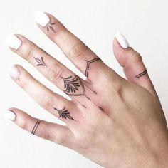Finger Tattoo For Women, Small Finger Tattoos, Finger Tattoo Designs, Hand Tattoos For Women, Finger Tats, Henna Tattoo Designs, Tattoos For Guys, Tattoo Ideas, Henna Finger Tattoo