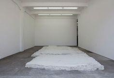 <h5>Ohne Titel</h5>,2011, white concrete, 800 x 360 x 30 cm