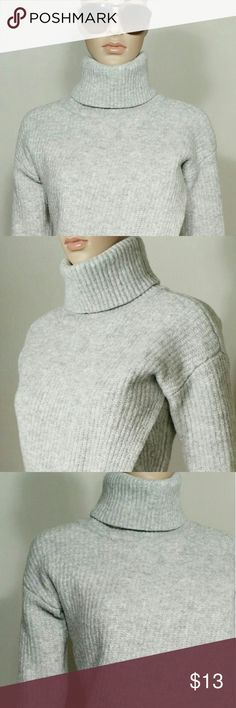 Banana Republic Gray Turtle Neck Wool Sweater Size M MEDIUM - 64% Extra Fine Merino Wool 36% Nylon In Very good condition!! Very adorable!! Fast shipping!! Banana Republic Sweaters Cowl & Turtlenecks