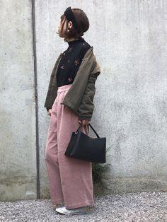 おはようございます♩ 刺繍柄トップスとピンクのコーデュロイパンツで 好きなものをたくさん着たコー