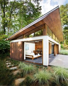 Love these indoor/outdoor modern small space guest house