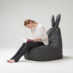 背伸び、寝転び、うさ耳完備。かわいいデザインで型くずれしにくいクッションチェア