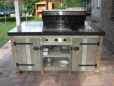 Solidus keuken voor buiten beton en steigerhout
