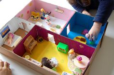 maison de poupée carton Archives - Add fun and mix Cardboard Dollhouse, Cardboard Box Crafts, Diy Dollhouse, Projects For Kids, Diy For Kids, Crafts For Kids, Toy Craft, Diy Toys, Handmade Toys