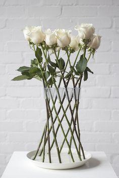 간단한 아이디어인데... 자못 끌리는 꽃병~ http://lambertrainville.wordpress.com/2013/05/04/crown-vase...