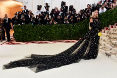 met gala 2018 red carpet best looks rita ora All Fashion, Star Fashion, Passion For Fashion, Jasmine Sanders, Charlotte Gainsbourg, Rooney Mara, Stella Maxwell, Amal Clooney, Lynda Carter