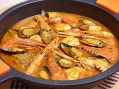 Zarzuela de pescado y marisco Mediterranean Dishes, Spanish Food, Fish And Seafood, Chorizo, Paella, Healthy Recipes, Cooking, Ethnic Recipes, Morocco