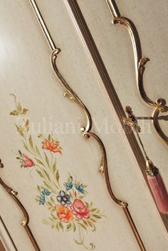 Particolare del armadio collezione Perla di #Zulianimobili. #arredamento #classico #ideepercasa #ideeforhome